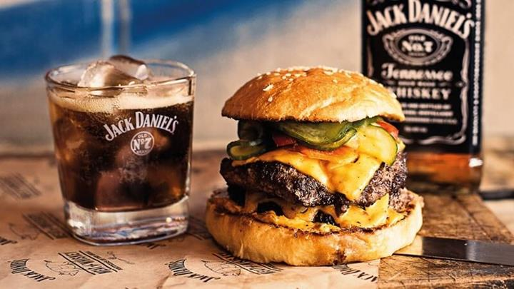 Jack Daniels Whisky With Burger